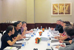 Đại diện Mạng lưới Blogger Việt Nam trình bày tình hinh nhân quyền Việt Nam với phái đoàn EU. Blog tuyenbo258
