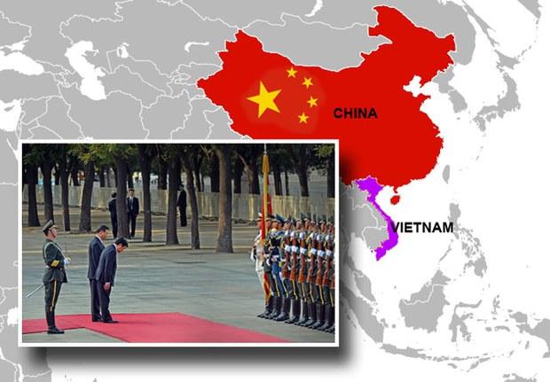 Chủ tịch nước Việt Nam Trương Tấn Sang cúi chào tại buổi lễ chào đón khi ông đến thăm Trung Quốc tại Đại lễ đường Nhân dân ở Bắc Kinh ngày 19 tháng 6 2013