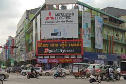 Sức mua sản phẩm kỹ thuật số từ Trung tâm Digital City Việt Nam giảm nhiều tại Campuchia ngày 22/07/2014. RFA PHOTO/Quốc Việt.