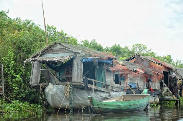 Một gia đình người gốc Việt sống tại làng nổi vùng Biển Hồ Campuchia.