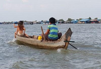 Nhà nổi của người Việt tại tỉnh Kampong Chhnang đã di dời khỏi nơi neo đậu sang vị trí mới. RFA PHOTO/Sơn Trung.