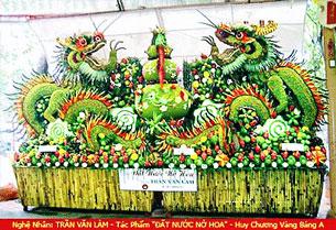 Một tác phẩm nghệ thuật hoàn thành bằng trái cây của nghệ nhân Trần văn Làm.