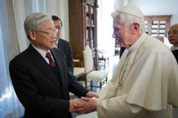 Đức Giáo hoàng Benedict XVI (phải) tiếp Tổng Bí thư Đảng Cộng sản Việt Nam Nguyễn Phú Trọng tại Vatican hôm 22-01-2013. AFP