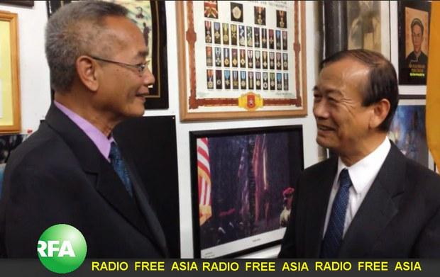 Anh Nguyễn Khanh, Giám đốc đài Á châu Tự Do đang phỏng vấn Tiến Sĩ Nguyễn Bá Tùng, Điều Hợp Viên Mạng Lưới Nhân Quyền Việt Nam tại California ngày 7 tháng 11, 2014