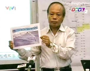 Phó Tổng Giám đốc Tập đoàn Dầu khí Quốc gia Việt Nam Đỗ Văn Hậu cung cấp bằng chứng tàu Trung Quốc vi phạm chủ quyền Việt Nam, phá hoại thiết bị của Petro. RFA screen capture VTV1