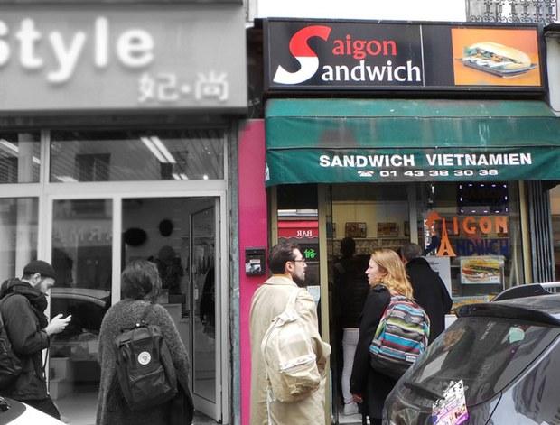 Tiệm bán bánh mì kẹp thịt theo kiểu Việt Nam tại Paris