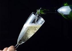 Hình ảnh rượu champagne được chụp ngày 31-12-2012 tại Paris, Pháp. AFP photo.