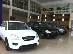Cửa hàng trưng bày xe hơi ở SG. RFA photo