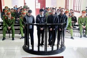Bốn người Hmong tại phiên tòa xét xử hôm 12/12/2012