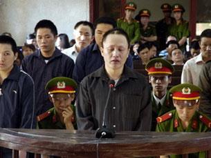 Bị cáo Cư A Báo tại tòa phiên tòa sơ thẩm ngày 13/3/2012 ở Điện Biên. Photo Quoc Hung/vietnamplus
