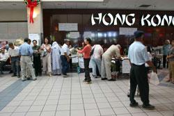 Tại chợ Hồng Kông ở Houston, bà Dương Hà đã cứu giúp hàng ngàn gia đình nạn nhân bão Katrina năm 2005 . RFA file photo.