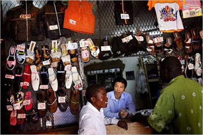Một cửa hàng của người Việt Nam tại Angola (nguồn daidoanket )