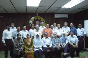 """Ủy Ban Bảo Vệ Người Lao Động Việt Nam  (UBBV)  đã kết hợp với Công đoàn Mã Lai tại công ty dệt Penang để tổ chức  ngày """"Family day"""". RFA PHOTO / Tường An."""