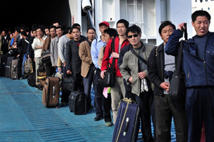 Cuộc khủng hoảng chính trị ở Trung Đông khiến nhiều quốc gia Châu Á phải đưa công nhân của họ trở về nước.