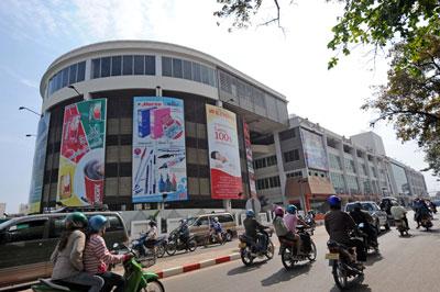 Một trung tâm mua sắm ở Vientiane, Lào vào ngày 29 tháng 2 năm 2008.
