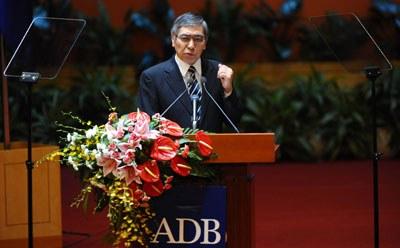 Cựu Chủ tịch Ngân hàng Phát triển Châu Á (ADB) Haruhiko Kuroda phát biểu tại Hội nghị thường niên của Ngân hàng ADB được tổ chức tại Hà Nội trước đây, ảnh minh họa. AFP PHOTO.