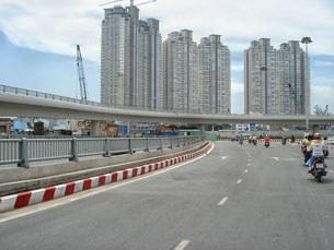Xa lộ và cao ốc thường được giới đầu tư chú trọng nay cũng giảm.