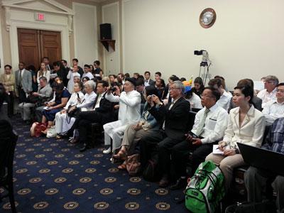 Hình ảnh một số người tham dự buổi điều trần tại Tiểu Ban Nhân Quyền hạ viện Hoa Kỳ ở thủ đô Washington.