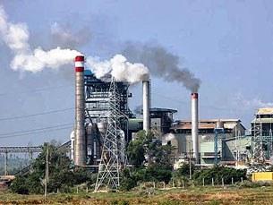 Nhà máy Đường Ninh Hòa xả khói gây ô nhiễm môi trường (1/1/2014)