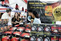 Gian hàng giới thiệu cà phệ Vang Den đến khách hang. Photos: Quốc Việt/RFA