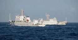 Hai tàu hải giám Trung Quốc trên biển Đông, cách tỉnh Phú Yên khoảng khoảng 120 dặm. Ảnh chụp hôm 26/5/2011. AFP photo