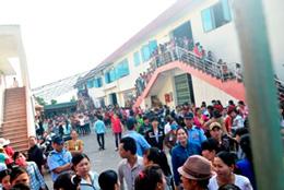 Gần 1.000 công nhân Công ty TNHH TNHH YS VINA, cụm công nghiệp phường Trường Xuân, TP Tam Kỳ, tỉnh Quảng Nam đã đình công để đòi quyền lợi. (12 tháng 4, 2014)Source diemtin.vansu.vn