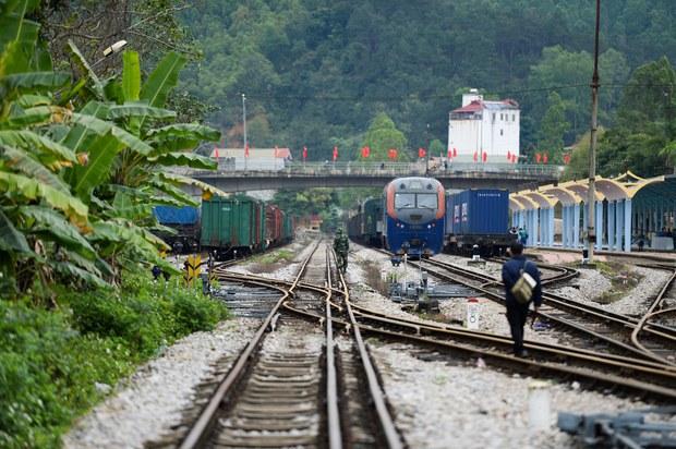 Vận chuyển hàng hóa đến Châu Âu bằng đường sắt, quá cảnh Trung Quốc: Lợi bất cập hại?