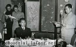 Ông Phạm Văn Đồng và ông Chu Ân Lai (source chouenlai.lafeng.net)