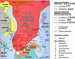"""Đường màu đỏ trên bản đồ là vùng biển hình """"lưỡi bò"""" mà Trung Quốc tự vẽ để giành chủ quyền vùng biển Đông. (Đây là bản đồ nguyên gốc phổ biến trên nhiều website Trung Quốc:Tianyon/china)."""