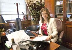 Nữ dân biểu Hoa Kỳ Loretta Sanchez. RFA photo.