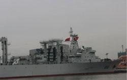 Tàu chiến Trung Quốc thăm cảng Sài Gòn ngày 07/01/2013. Photo courtesy of danluan.org