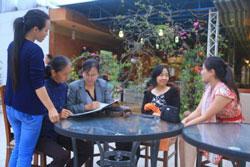 """Các vận động viên và thành viên của nhóm """"Phụ Nữ Nhân Quyền Việt Nam"""". Courtesy vnwhr.net"""