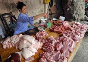 Ảnh minh họa: Một sạp bán thịt heo của tiểu thương.