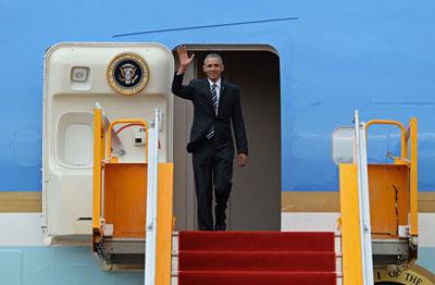 Tổng thống Hoa Kỳ Barack Obama tạm biệt người dân Hà Nội hôm 24/5/2016. AFP photo