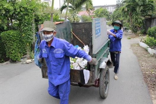 Người thu gom rác dân lập tại Tp HCM.
