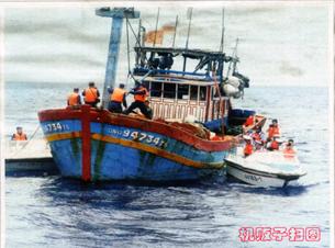 Trung Quốc chặn bắt tàu đánh cá Việt Nam. Source báo Trung Quốc