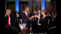 Tổng thống Barack Obama và Thủ tướng Julia Gillard ăn tối tại Tòa Nhà Quốc Hội Úc ở Canberra Úc hôm 16/11/2011. White House Photo/Pete Souza.