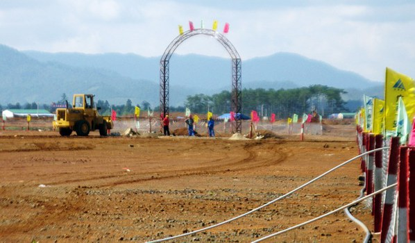 Người lao động làm việc tại các mỏ Bauxite ở Bảo Lâm, tỉnh Lâm Đồng ngày 13/4/2009.
