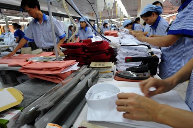 Thách thức nào cho Việt Nam khi đạt kỷ lục xuất siêu?
