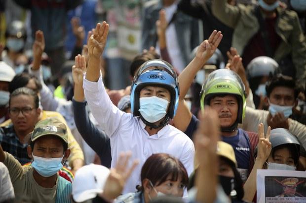 Bài toán dân chủ của Việt Nam chưa biết chừng nào mới có giải đáp…!