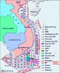 Bản đồ minh họa những lô dầu của Việt Nam trên thềm lục địa, một số bị Trung Quốc chồng lấn.- Map by Vietnamese Press Overseas.