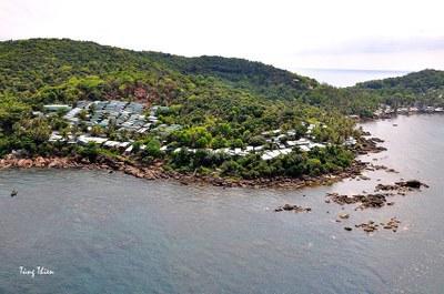 Nhà lấn rừng trên các đảo nhỏ quanh Phú Quốc.