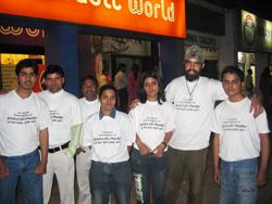 Nhóm sinh viên Middle Finger Protest (bây giờ gọi là Human Rights Protection Group) kêu gọi biểu tình đòi công lý cho Jessica năm 2006. Hình do Prabhloch Singh cung cấp