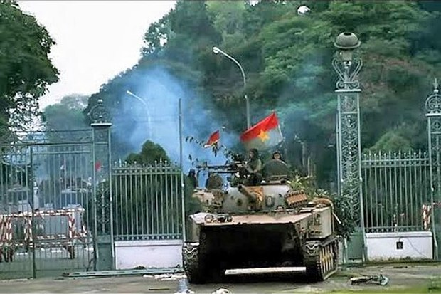 Tất cả lực lượng cộng sản tiến vào Saigon đều cầm cờ Mặt trận giải phóng