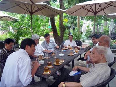 Nhóm nhân sĩ trí thức đang chờ để được Bộ Ngoại Giao mời vào làm việc về hành động bành trướng của Trung Quốc
