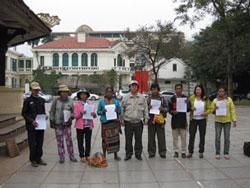 Dân oan Dak Nông khiếu kiện tại Hà Nội, ảnh chụp tháng 2 năm 2012. Hình do thính giả RFA gửi.