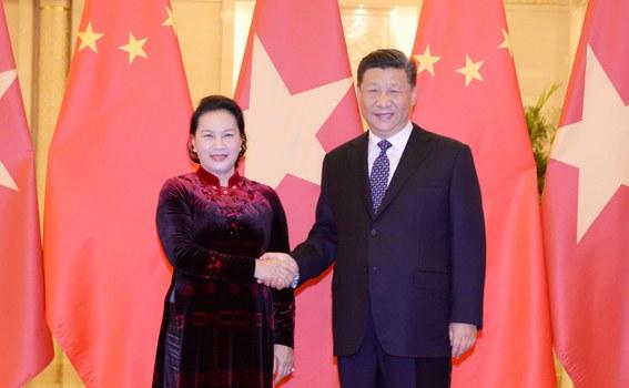 Chủ tịch Quốc hội Nguyễn Thị Kim Ngân bắt tay Chủ tịch Trung Quốc Tập Cận Bình ở Bắc Kinh hôm 12/7/2019