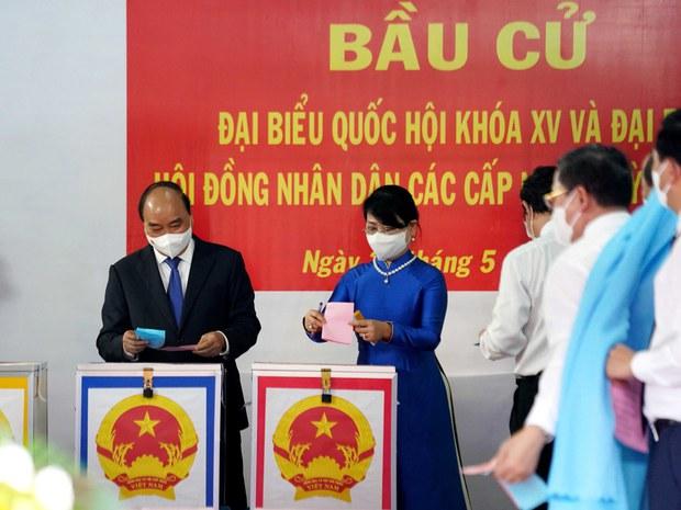 Tại sao Việt Nam không hoãn cuộc bầu cử bất chấp bệnh dịch COVID-19 bùng phát mạnh?