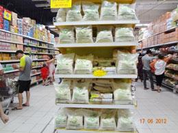 Một siêu thị bán lẻ hàng hóa ở Hà Nội. Hình chụp ngày 17/06/2012.