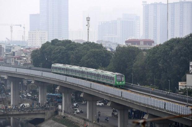 Vì sao chính phủ Việt Nam vẫn kiên quyết thực hiện đường sắt cao tốc Bắc-Nam?